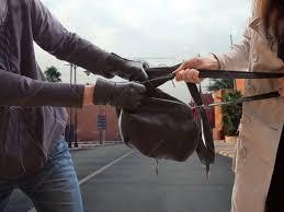 شاب يسرق حقيبة لسائحة أمريكية ودرك ميدلت يتحرك بسرعة.