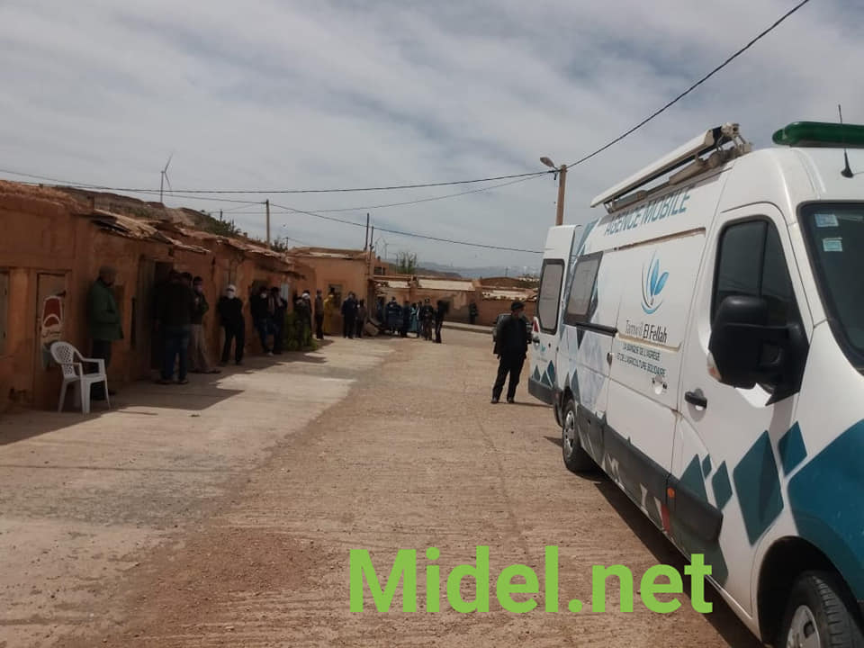 القرويون ب17جماعة قروية بإقليم ميدلت يتلقون أموال الدعم قرب منازلهم.