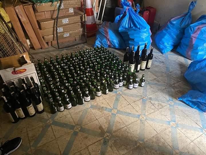 كوكبة الدراجين بدرك ميدلت تحجز سيارة محملة بقنينات الخمر.