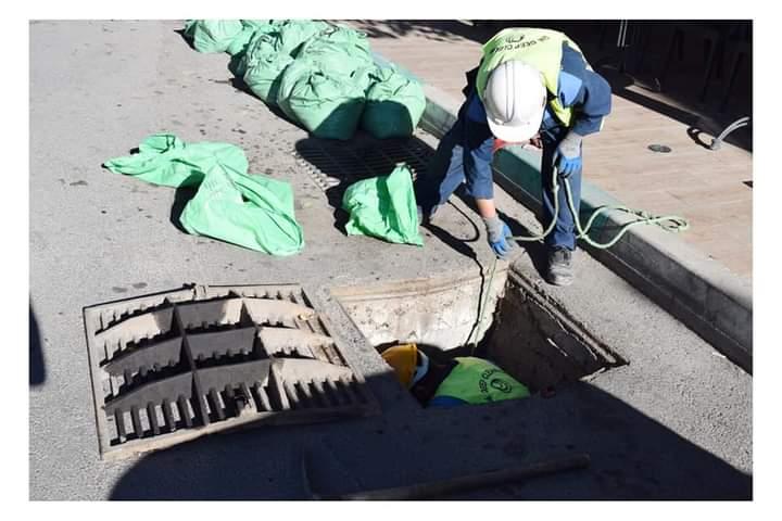 حملة لتنقية مجاري صرف مياه الأمطار بمدينة ميدلت استعدادا لفصل الشتاء .