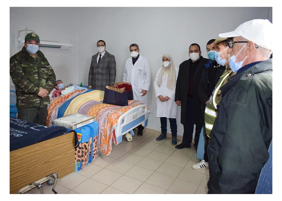 المرأة الحامل القادمة من املشيل تضع مولودها بالمستشفى الإقليمي بميدلت.