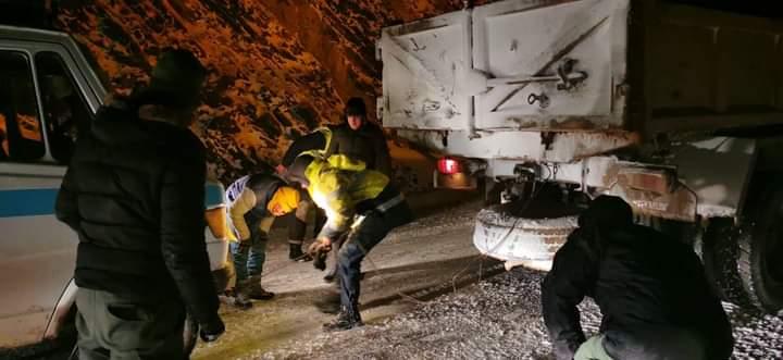 انقاذ ركاب سيارة نقل مزدوج بمنطقة املشيل من موت محقق بعد انزلاق السيارة في منعرج خطير.