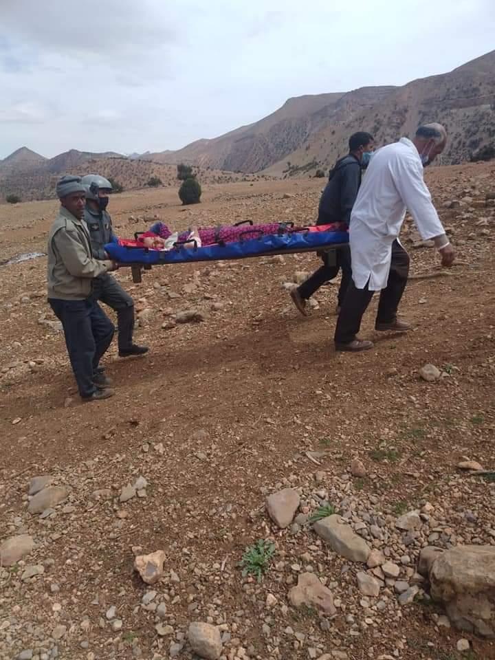 السلطات الإقليمية تسخر مروحية لانقاذ امرأة حامل من املشيل.