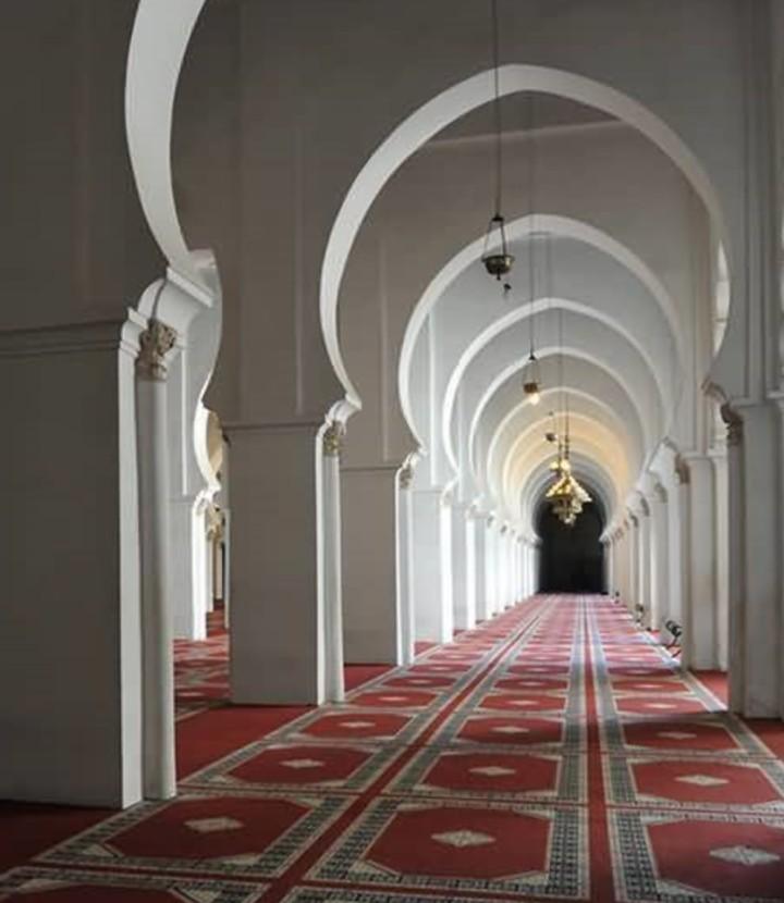 """الملك """"محمد السادس"""" يأمر بإعادة فتح جميع المساجد المغلقة بالمملكة تدريجيا"""