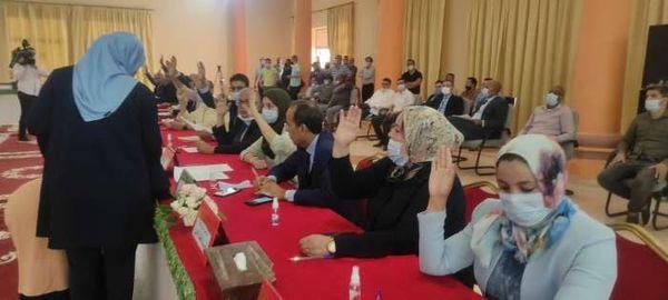 -انتخاب اهرو ابرو بالإجماع رئيسا لجهة درعة- تافيلالت؛ وإقصاء ميدلت من نيابات الرئيس السبعة .